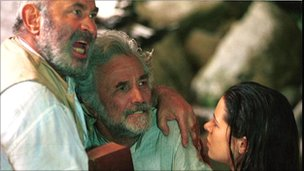 Bob Hoskins, Peter Falk and Elaine Cassidy in the Lost World