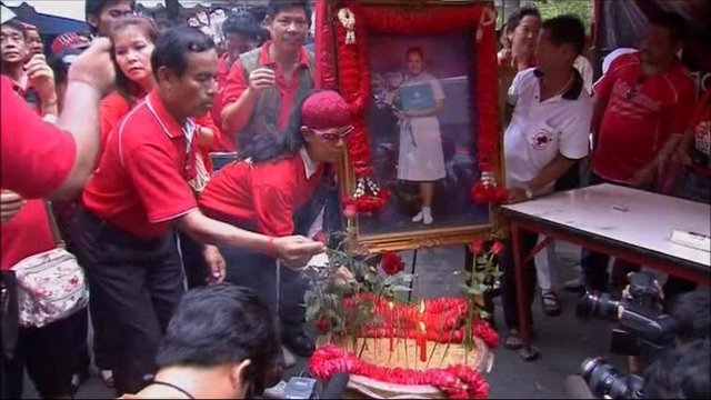 Thai people hold memorial
