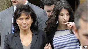 Anne Sinclair and daughter Camille leave the New York court on 19/5/11