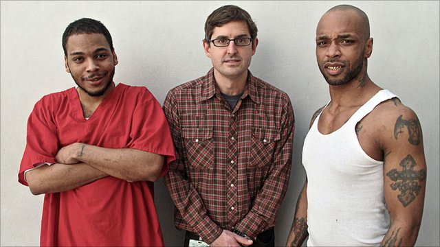 Louis Theroux with two inmates