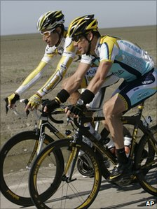 George Hincapie (L) and Lance Armstrong (2009)