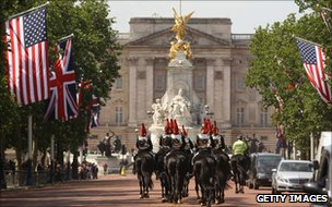 Soldiers on horseback march along the Mall in London, past US and British flags (23 May 2011)