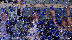 Popular Party leader Mariano Rajoy celebrates in Madrid (22 May 2011)