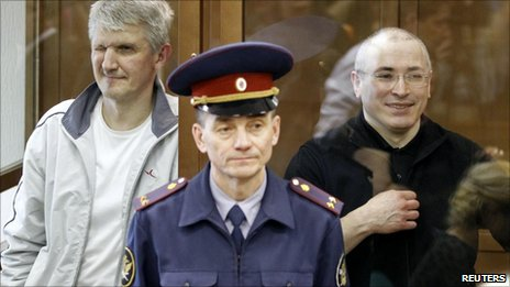 Mikhail Khodorkovsky (right) and Platon Lebedev in court in Moscow, 17 May