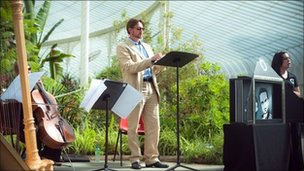 Scottish Opera performing A Little Bit of Rigoletto at Kible Palace, Glasgow Botanic Gardens (Pic by Tommy Ga-Ken Wan)