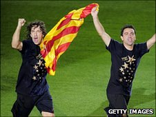 Barcelona's Carles Puyol (L) and Xavi Hernandez hold the flag of Barcelona as they celebrate at Camp Nou stadium in Barcelona on May 13, 2011 after winning the Spanish League title