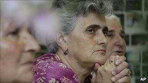 Bosnian Muslim woman from Srebrenica watch TV report about the arrest Ratko Mladic