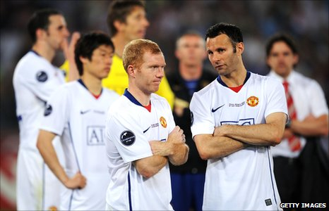Paul Scholes and Ryan Giggs after the 2009 Champions League final