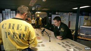 http://news.bbcimg.co.uk/media/images/53039000/jpg/_53039496_bridgeafp.jpg
