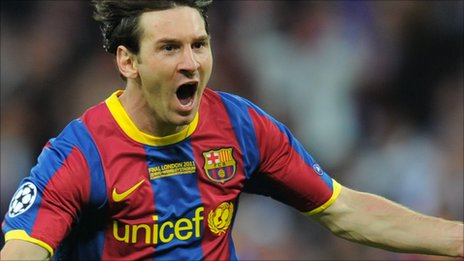 Lionel Messi scores Barcelona's second goal