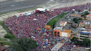 Supporters of former president Manuel Zelaya at Toncontin airport on 28 May 2011