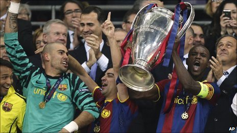 Eric Abidal lifts the cup as Barcelona win the Champions League