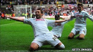Swansea player Stephen Dobbie celebrates scoring in the team&#039;s play off semi final victory over Nottingham Forest 