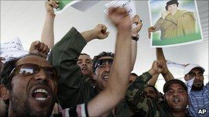 Supporters of Col Muammar Gaddafi in Tripoli (28 May 2011)
