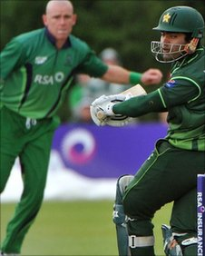 Umar Akmal clips Trent Johnston away during his unbeaten 60