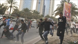 Protesters flee in Manama, 15 Feb
