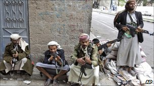 Armed tribesmen loyal to Sheikh Sadeq al-Ahmar, the head of the powerful Hashid tribe, take positions near his house in Sanaa, Yemen, 26 May 2011