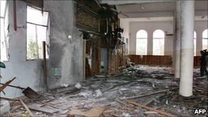 Damage to the mosque in the presidential palace in Sanaa where President Ali Abdullah Saleh was wounded - 4 June 2011