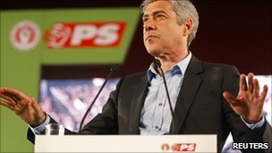 Socialist leader Jose Socrates campaigns in Lisbon, 3 June