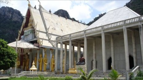 The temple in the grounds of Thamkrabok Monastery