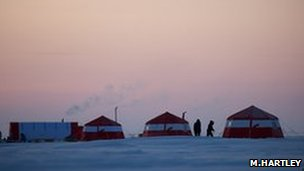 Research camp on the Arctic ice (Image: Martin Hartley)