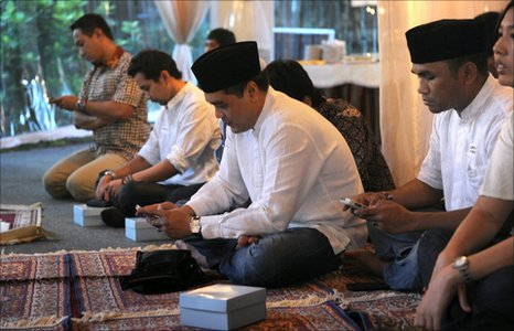 Muslim Indonesians using their Blackberries