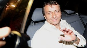 Cesare Battisti leaves Brazil's Papuda prison on 9/6/11