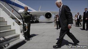 Robert Gates boarding plane