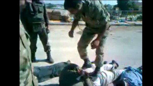 Video appears to show Syrian soldiers kicking prisoners