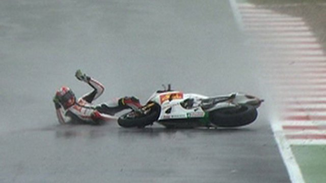Marco Simoncelli crashes out