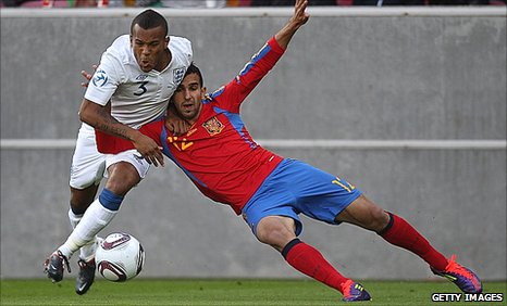 Ryan Bertrand (left) of England challenges Martin Montoya of Spain