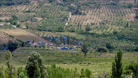 View of displaced Syrians near Turkish border (14 June 2011)