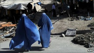 Afghan women in Kabul&#039;s old quarter on 8 June 2011