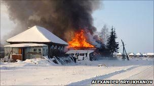 A traditional wooden house in flames (photo by Alexander Bryukhanov)