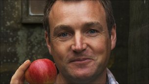 Chris Beardshaw and an apple