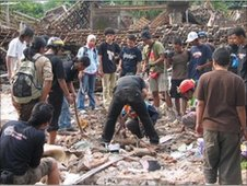 A group of people helping each other after the earthquake