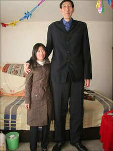 Bao Xishun, who was the world's tallest man, poses with his new wife in 2007 in Inner Mongolia