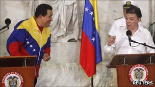 Venezuelan President Hugo Chavez (left) and Colombian president Juan Manuel Santos at the restoration of ties in August 2010 
