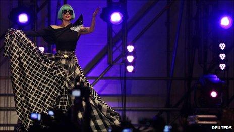 เลดี้กาก้าในคอนเสิร์ตในกรุงโรม