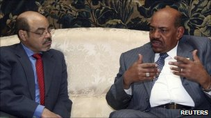President Al Bashir meets with Ethiopia's Prime Minister Meles Zenawi before high-level talks began in Addis Ababa (14 July 2011)