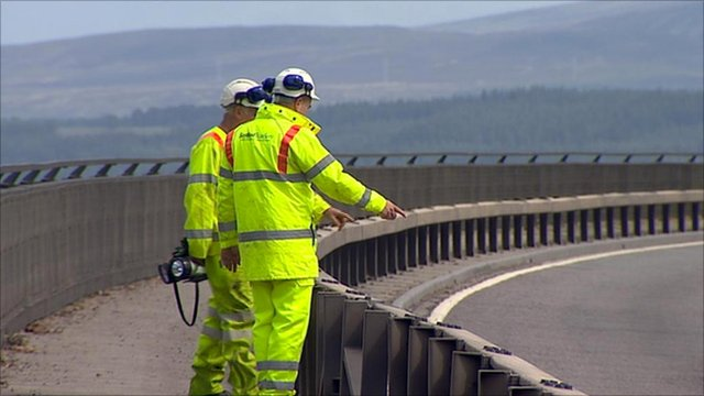 Workers on the Kessock Bridge