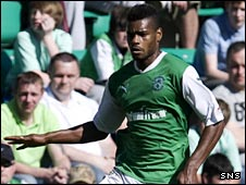 Ricardo Vaz Te in action for Hibs