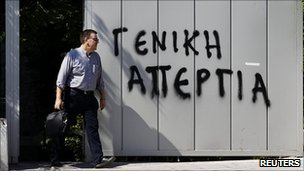 An Athens worker/graffiti announcing general strike, 20 Jun 11