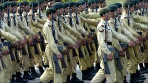 Pakistani army troops on parade in Islamabad (file photo 2005)