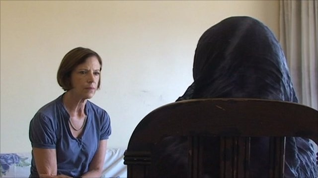 Syrian woman talking to Sue Lloyd-Roberts