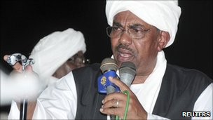 Omar al-Bashir addresses supporters in Port Sudan (21 June 2011)