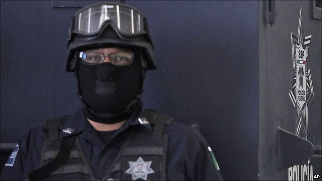 Federal police officer in Mexico city