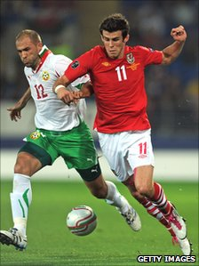 Gareth Bale (right) in a qualifier