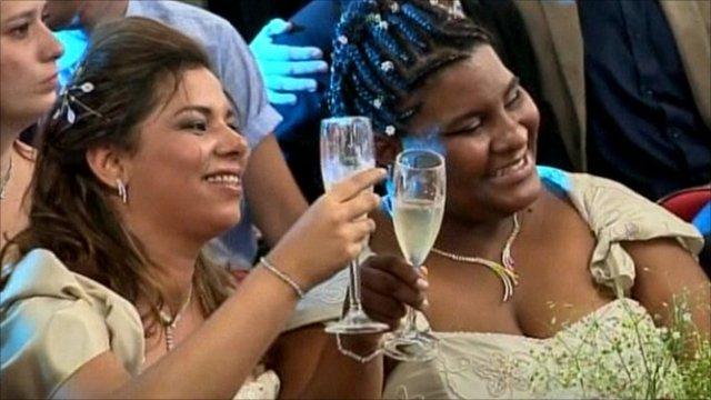 Brazilians attempt to set mass gay wedding record