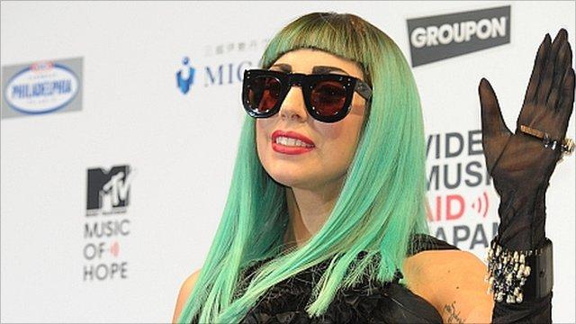 Lady Gaga vows to help tsunami victims - BBC News